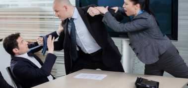 Violencia en el espacio trabajo: causales, síntomas y tratamiento.