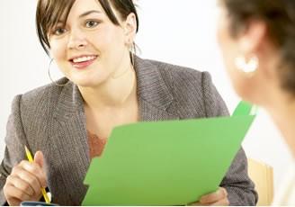 Cómo contratar a los empleados adecuados para su  empresa